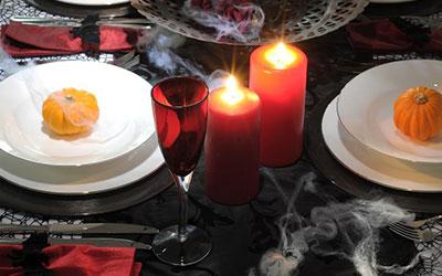 The Creepy Chic Table - Halloween Table Ideas